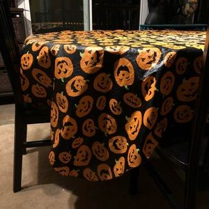 🎃  Halloween Round Tablecloth